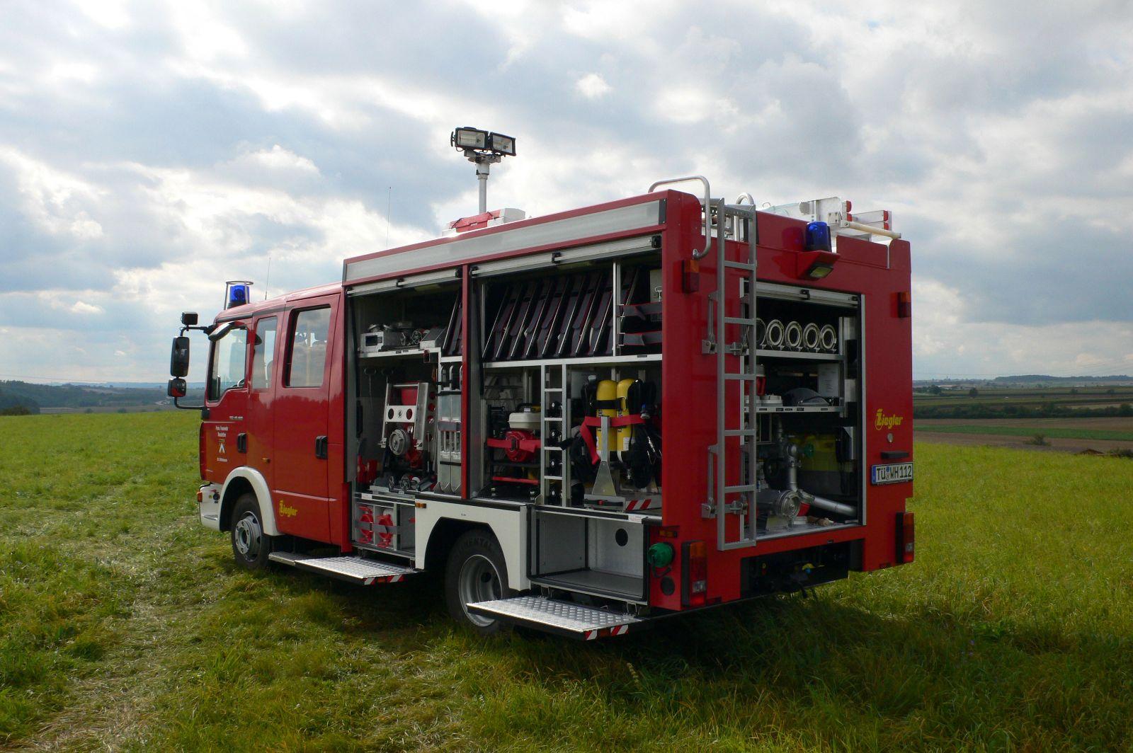 Neues Feuerwehrfahrzeug hinten
