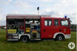 Neues Feuerwehrfahrzeug seitlich
